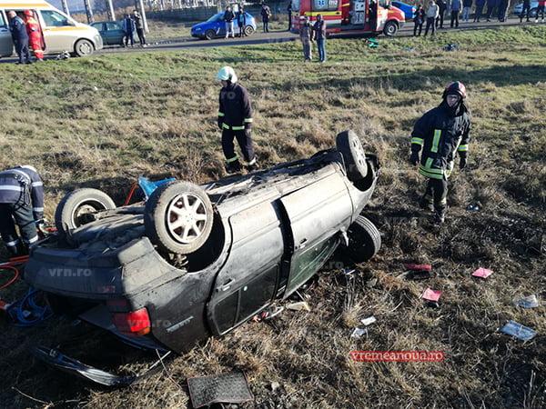 UPDATE: Unul dintre ranitii accidentului feroviar a murit. Soferul a fost preluat de elicopterul SMURD in stare critica!(FOTO, VIDEO)