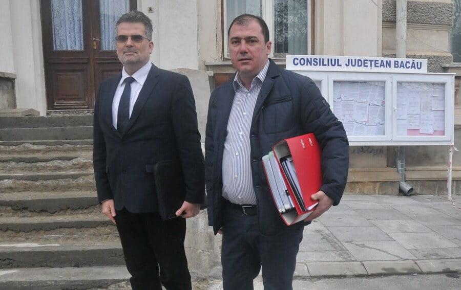 A fost depus la Prefectură memoriul pentru referendumul privind demiterea primarului din Slănic Moldova
