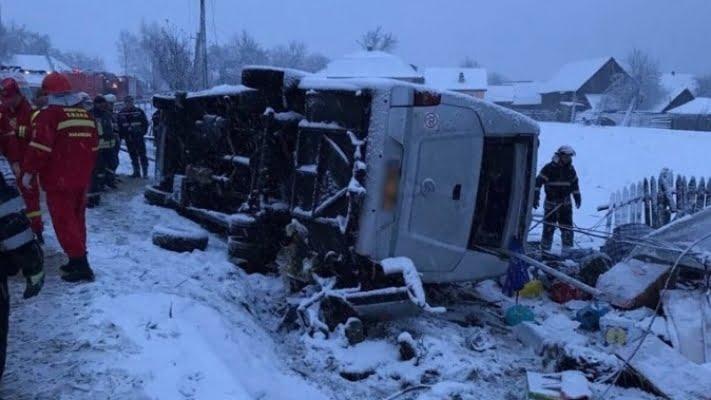 Accident rutier grav, a fost activat CODUL ROŞU – două persoane au murit, alte şapte au fost rănite