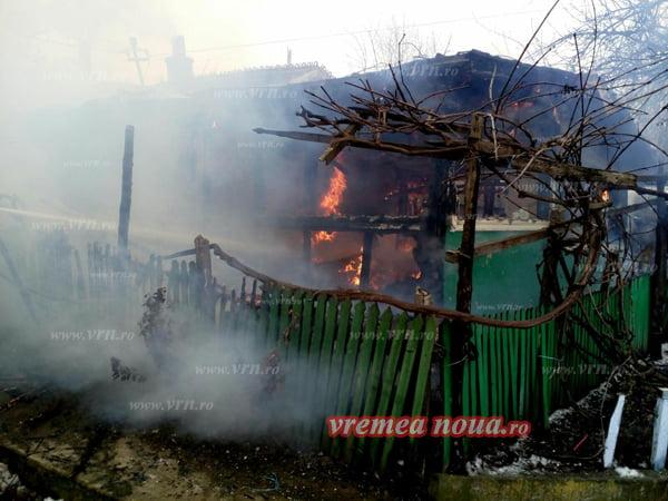 Locuinta unei familii, salvatã de la dezastru de interventia pompierilor