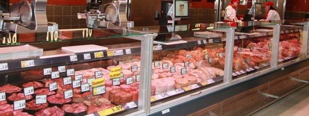 Incredibil! A vrut sa cumpere niste carne de la Kaufland, dar ea si copilul ei au fost la un pas de moarte. Amandoi au fost dusi imediat la spital