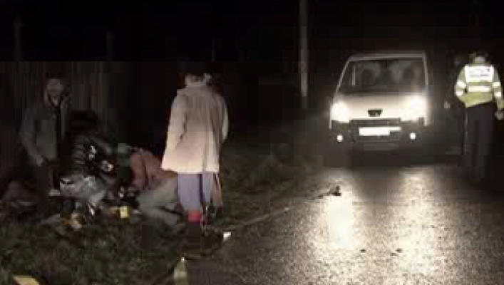 Un tânăr a intrat în plin cu maşina în prietenii cu care băuse toată noaptea. Unul a murit, altul este în stare gravă la spital