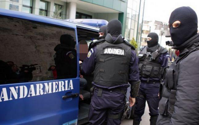Jandarmii  au încătuşat un bărbat care şi-a lovit fosta soţia şi ameninţa că o omoară