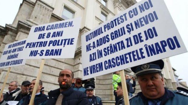 Proteste ample ale sindicaliştilor din poliţie şi penitenciare, în Capitală. MAI le transmite de când vor fi plătite orele suplimentare