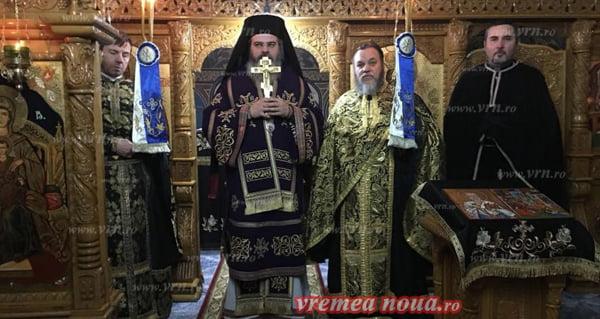 PS Ignatie a oferit în dar Sfântul Antimis, pentru mãnãstirea Grãjdeni! | FOTO