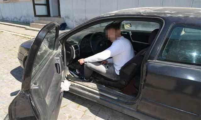 Hoţi dispăruţi cu maşina cu pomeni