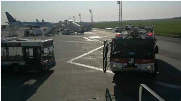 Aterizare de URGENŢĂ pe Aeroportul Henri Coandă. Un avion s-a întors din drum, după ce dintr-un motor a început să iasă fum