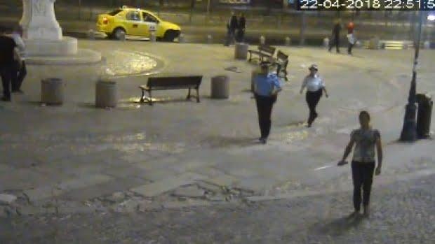 Panică în Centrul Vechi al Capitalei. Bărbat înarmat cu o sabie, reţinut de poliţişti