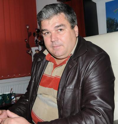 Scandal în Consiliul Local Voinesti, primarul destituit de prefect nu pleacã din institutie!
