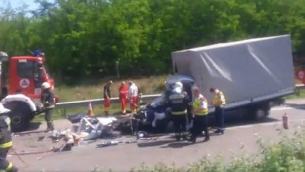 Un nou accident cu maşini înmatriculate în România pe o autostradă din Ungaria. MAE: Un român a murit pe loc
