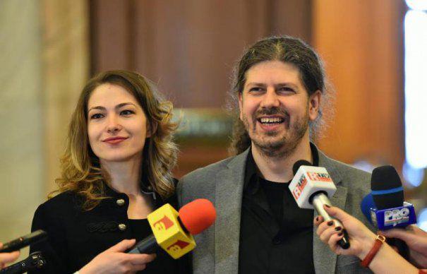 Remus Cernea se VĂICĂREȘTE pe Facebook că l-a PĂRĂSIT iubita! VINOVAȚII sunt niște apropiați în care avea încredere!