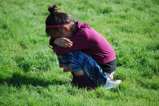 Cazul miraculos al unei copile de 12 ani salvate de lei din mâinile răpitorilor. Reacția incredibilă a animalelor atunci când au auzit-o plângând pe fetiță