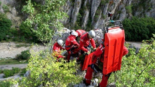 Turistă poloneză căzută într-o râpă în munţii Făgăraşului. Salvatorii montani intervin în condiţii meteo nefavorabile