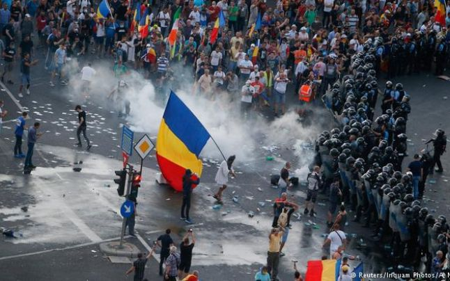 Jandarmeria Română justifică violenţele de la proteste cu clipuri preluate de la Russia Today