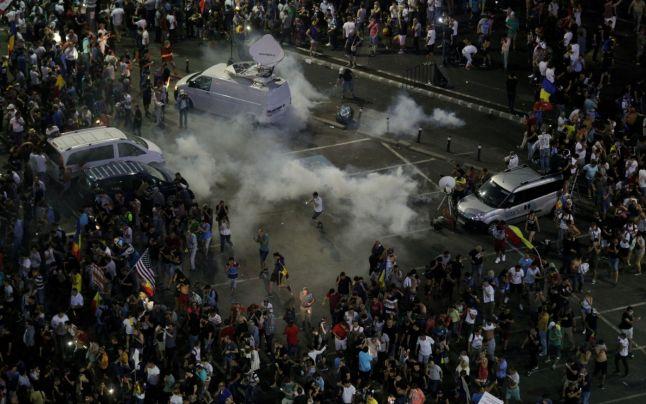 Controversele după violenţele din Piaţa Victoriei frizează ridicolul. Cum se contrazic ministrul Internelor şi Jandarmeria cu Parchetul Militar