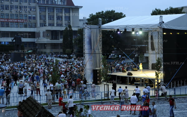 Finalul Zilelor Culturale ale Vasluiului: artificii si muzicã popularã