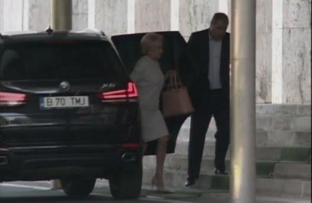 Premierul Viorica Dăncilă s-a întors mai devreme din concediu