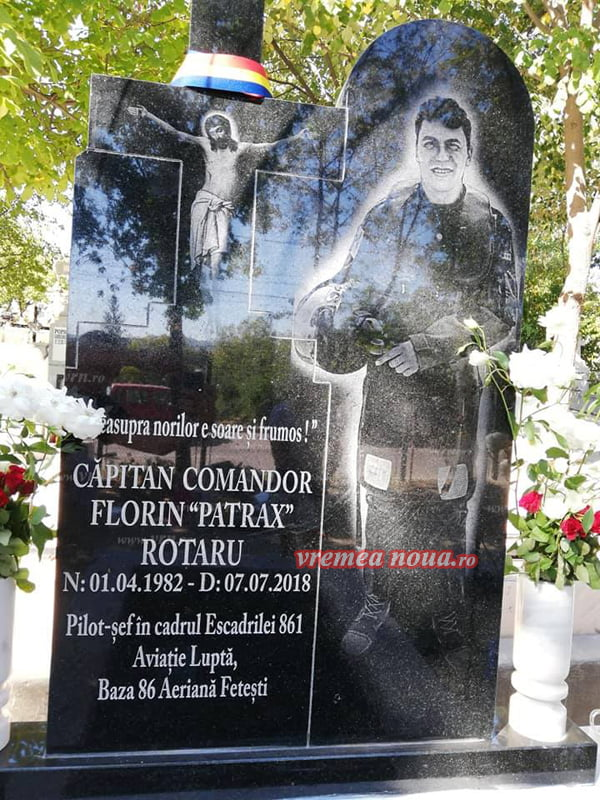 Monument în memoria pilotului Florin Rotaru în Cimitirul din Cartier