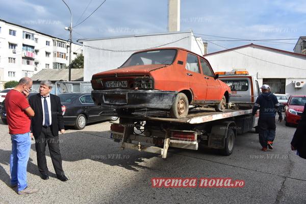 Rablele abandonate din Bârlad, ridicate si duse la Centrul de Afaceri! | FACSIMIL