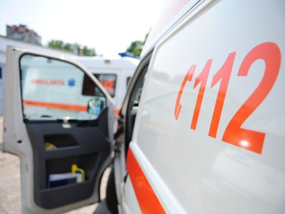 Accident rutier pe strada Traian din Vaslui. O fetiță de 11 ani a ajuns la spital