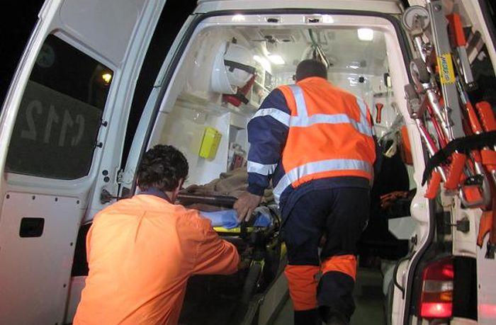 Două persoane, salvate după ce au leșinat în beci