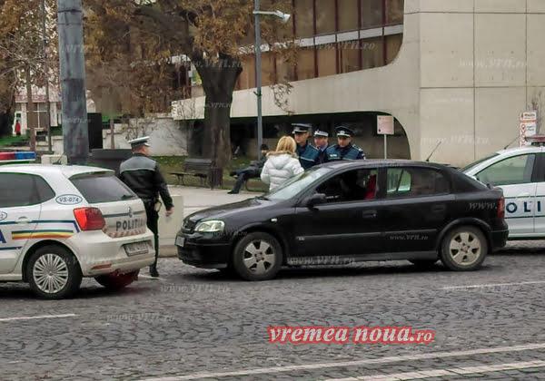 O vasluiancã recalcitrantã, circ monstru cu politistii în centrul orasului   VIDEO