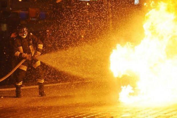 Incendiu la hala unei fabrici de mezeluri din Buftea. Există risc de explozie, atenţionare prin Ro-Alert