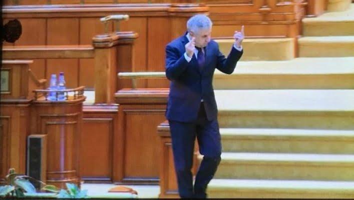Deputatul PSD Florin Iordache a făcut semne obscene către parlamentarii Opoziţiei în plen