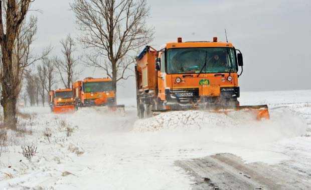 Val de ninsori peste Vaslui, 28 de autofreze si masini de mare tonaj pregãtite sã actioneze pe drumurile nationale