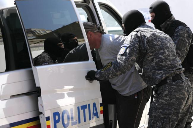 Şase persoane, arestate pentru trafic de droguri de risc