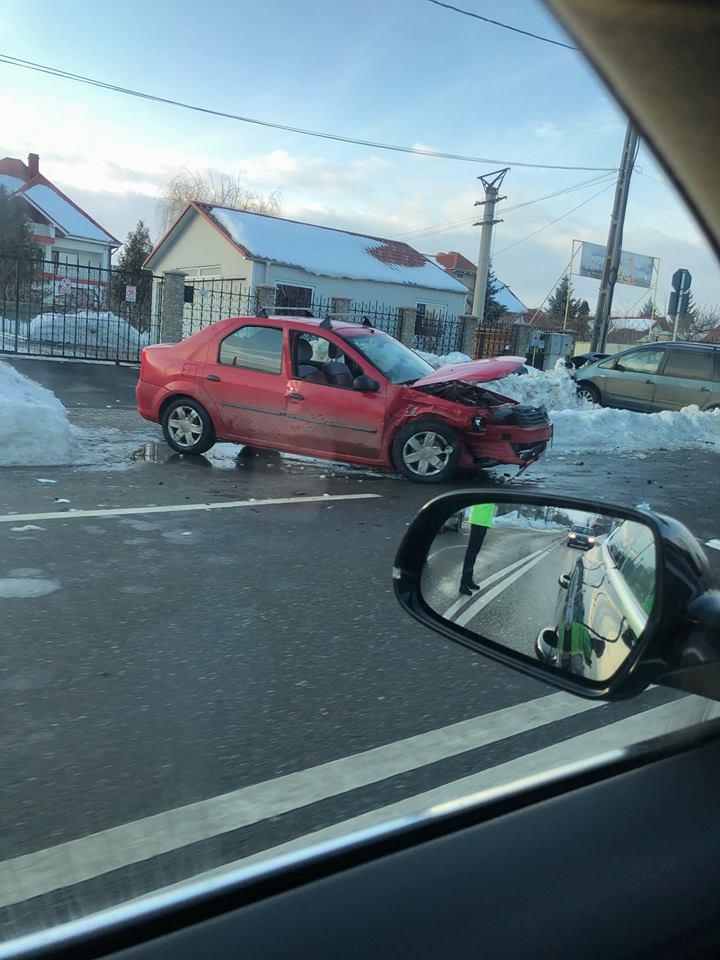 Accident la iesire din Vaslui: doua autoturisme au fost implicate