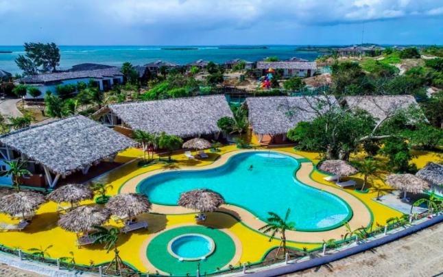 """Ce spun turiştii despre complexul lui Mazăre din Madagascar: """"Patronul a ţipat la şofer de ni s-a făcut nouă jenă. S-a comportat oribil"""""""