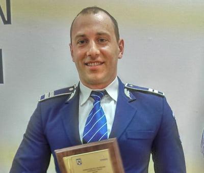 A furat, dar vrea daune morale de 100.000 de euro de la un politist