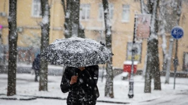 Prognoza meteo pentru două săptămâni: Vremea se răceşte de marţi. Ploi, ninsori şi temperaturi de îngheţ în jumătate de ţară