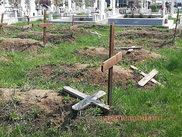 PROVOCAREA ZILEI: Morminte devastate si în cimitirul ortodox. Câti demnitari vor veni sã vadã dacã a fost sau nu mâna anti-crestinilor?