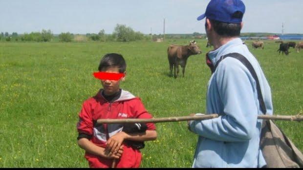 Băiat de 12 ani dat în sclavie de propriul tată. Părintele venea săptămânal să încaseze bani pentru munca copilului