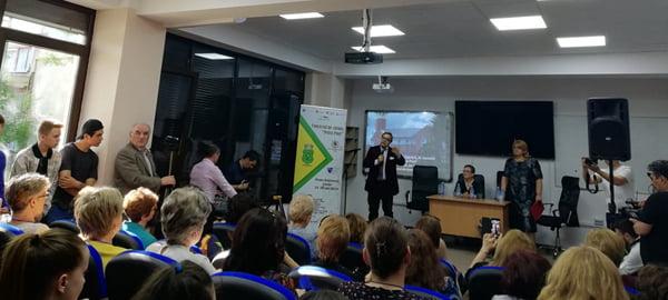 """Mesaj pentru participantii la Concursul de Chimie """"Petru Poni"""": """"Rãspundeti din inimã si încercati sã nu vã uitati la colegul"""""""