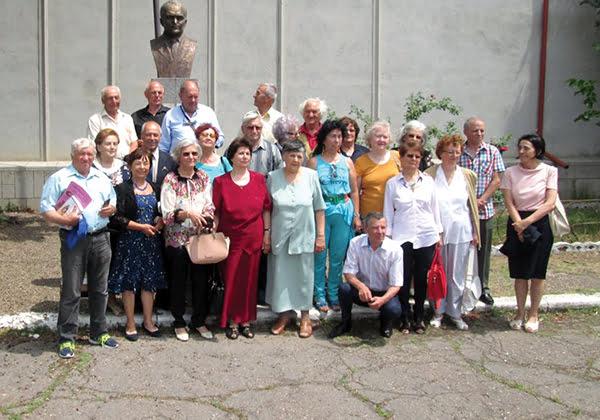 Întâlnire emotionantã la 55 de ani de la absolvirea Complexului Scolar Bârlad!   FOTO