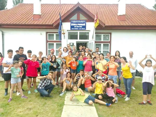 Elevii si profesorii Scolii Româno-Finlandeze din Bucuresti revin în tabãrã la Valea Mare