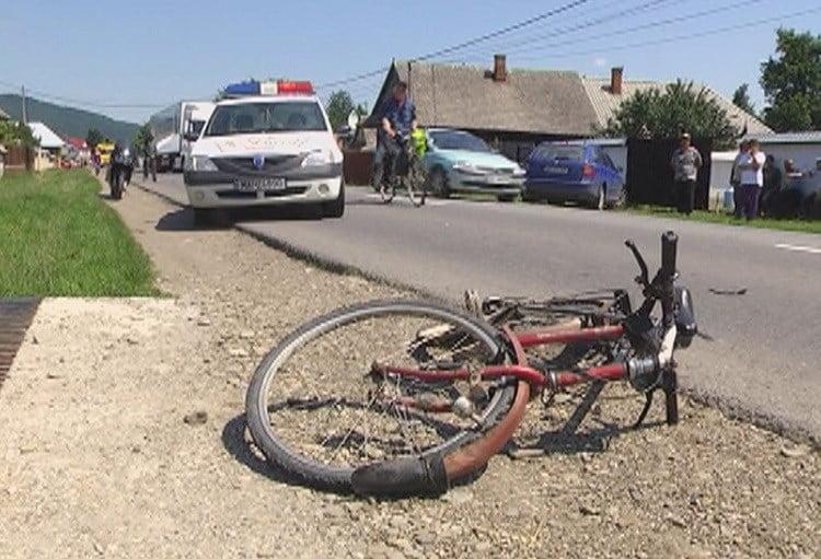 Biciclist  în stare gravă după ce a fost acroșat de o autoutilitară pe DE 581!