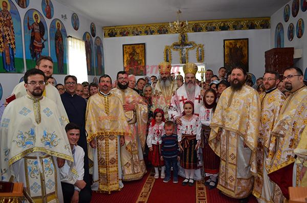 PS Ignatie si Episcopul de Bãlti, slujbã deosebitã la Parohia Rãdãiesti! (FOTO)
