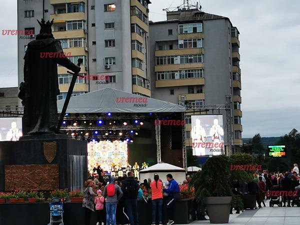 Zilele municipiului Vaslui au debutat cu frig. Noroc cu fumul de la mici, care i-a încălzit pe iubitorii de cultură!