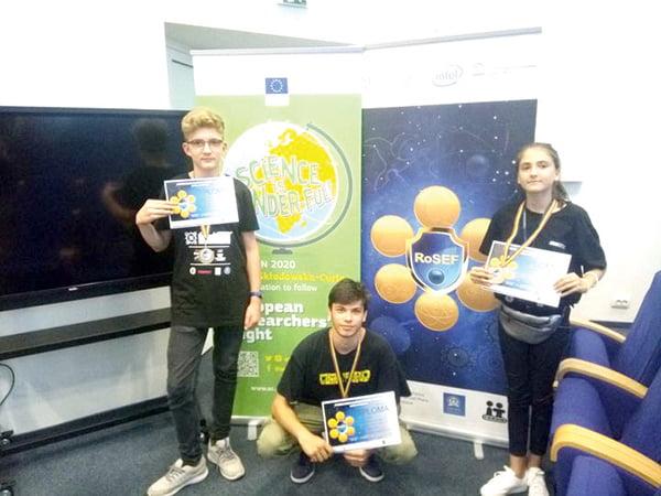 Trei elevi din Vaslui, pe podiumul unui important concurs de stiintã si inginerie din tarã
