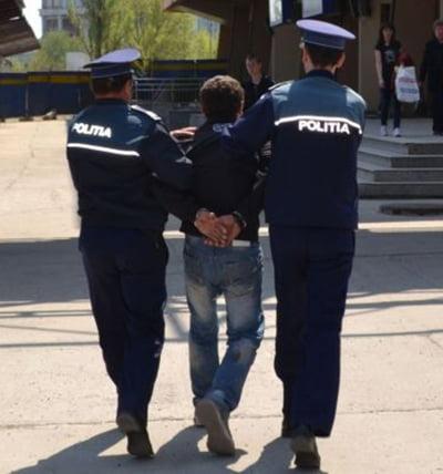 Tânãr din Bãcesti, retinut de politisti dupã ce si-a lovit concubina si tatãl cu toporul