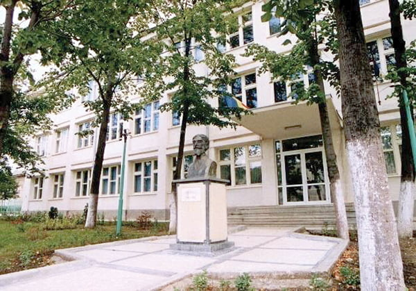 """Elevii de la Liceul """"Ion Mincu"""", instruiti în cadrul companiei Vascar"""