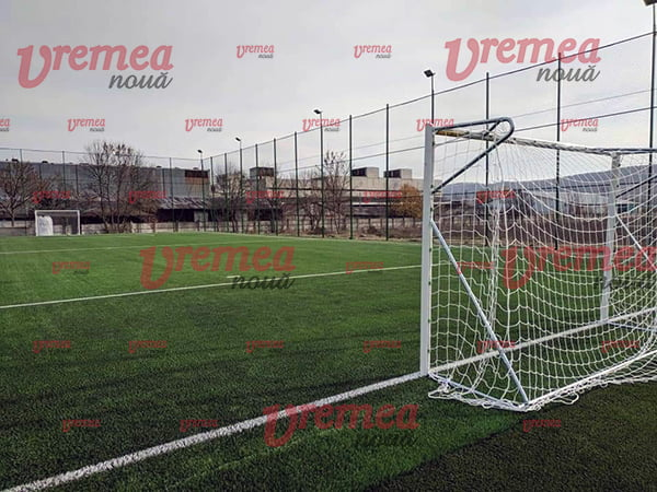 Teren de fotbal nou si modern, dotat cu un Shockpad Trocellen, în Vaslui (FOTO)