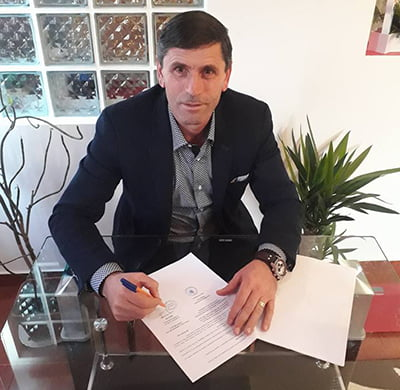 Primul primar din România care cumpãrã mãsti si mãnusi la toti locuitorii
