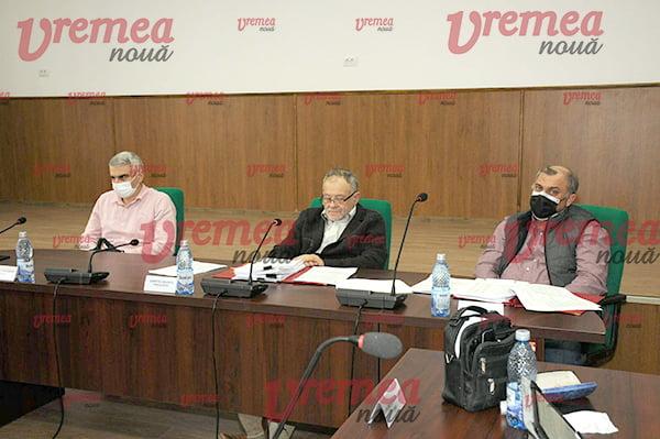 Dumitru Buzatu, alături de vicepresedintele CJ si prefectul judetului, la ultima sedinta