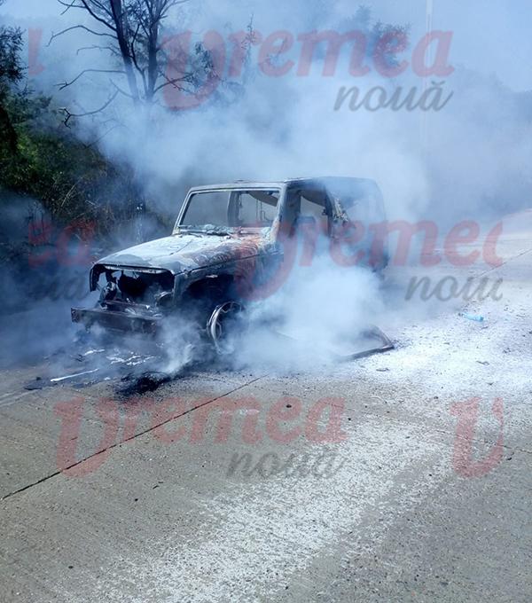 Mașină în flăcări la Costești