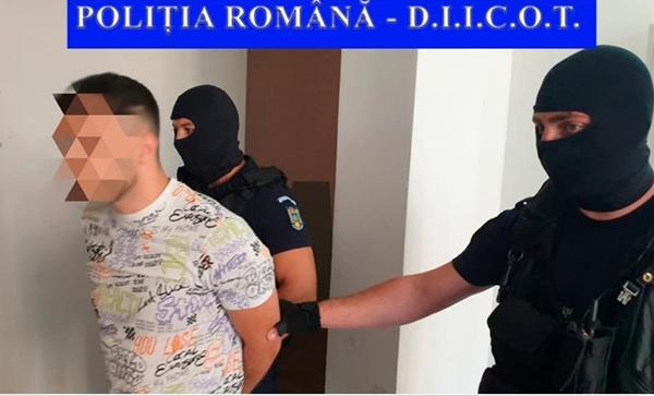 Doi bârlãdeni, arestati pentru trafic de droguri! Aveau 85 de pastile ecstasy asupra lor! (FOTO, VIDEO)